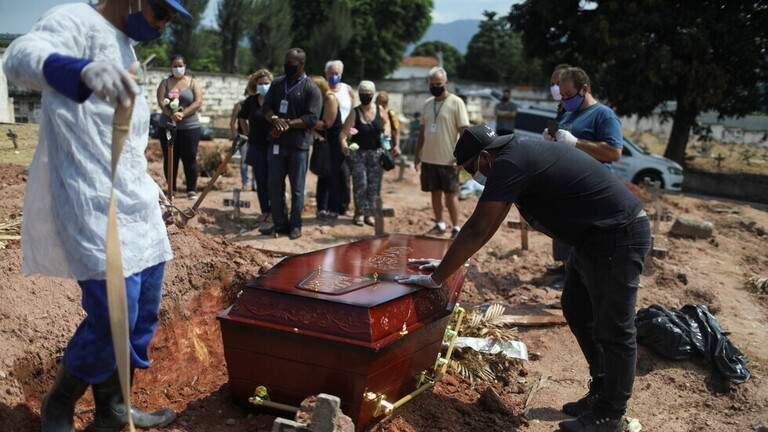 أكثر من 82 ألف وفاة بكورونا في البرازيل في نيسان/أبريل في أعلى حصيلة شهرية