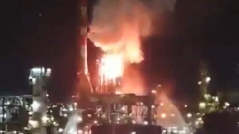 فلسطين: مراسل الميادين: حريق كبير داخل مصافي النفط في مدينة حيفا